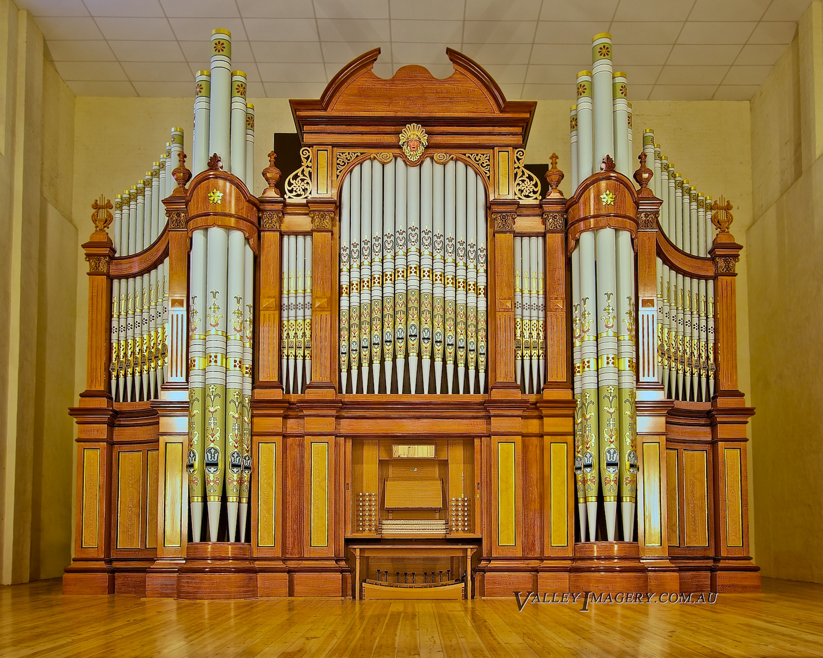 Tanunda Pipe organ Hill and Son Soldiers memorial hall art gallery
